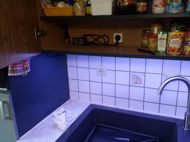 installer des leds au plan de travail cuisine astuces pratiques. Black Bedroom Furniture Sets. Home Design Ideas