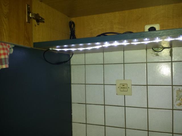 installer des leds au plan de travail cuisine 10