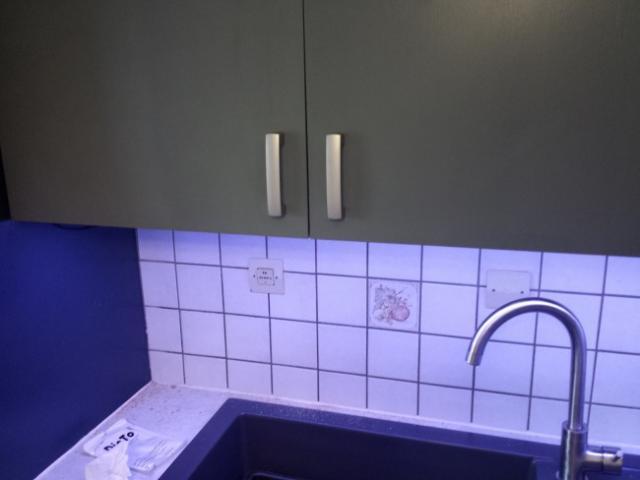 installer des leds au plan de travail cuisine astuces. Black Bedroom Furniture Sets. Home Design Ideas