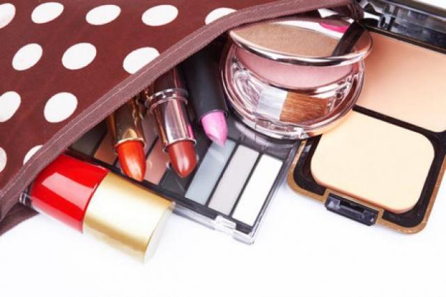 les 10 indispensables dans votre trousse a maquillage 0