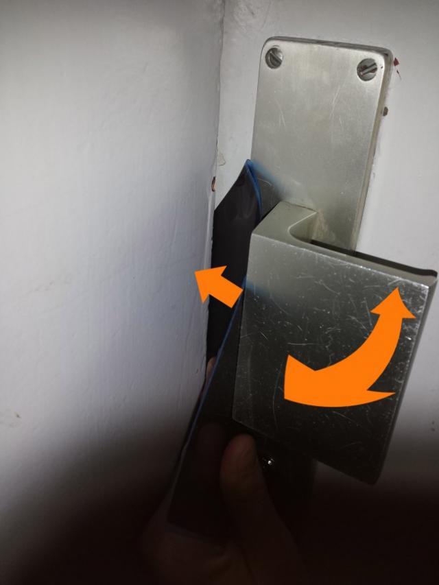 ouvrir une porte avec une radio 4