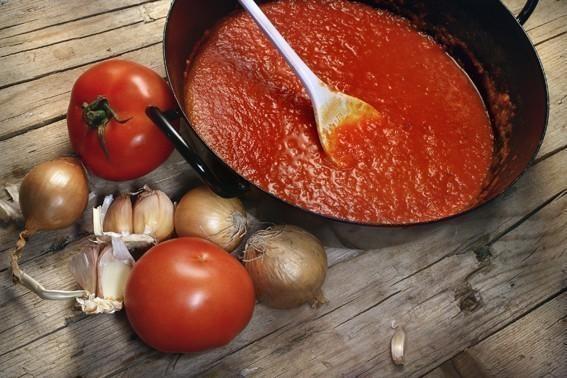 Préparation d'une sauce tomate