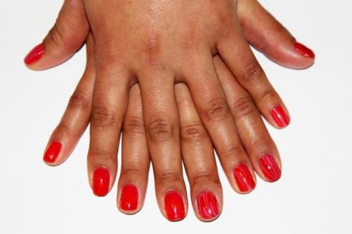 Comment réparer des ongles cassés ?