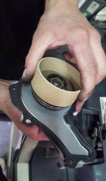 remplacement pompe a eau citroen c4 1 6 hdi 3