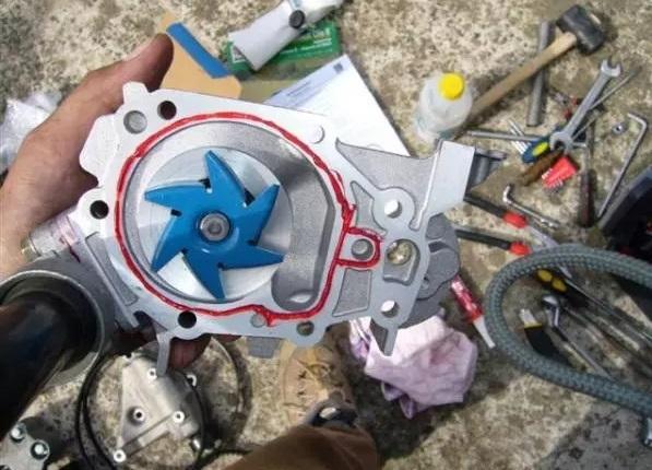remplacement pompe a eau citroen c4 1 6 hdi 4