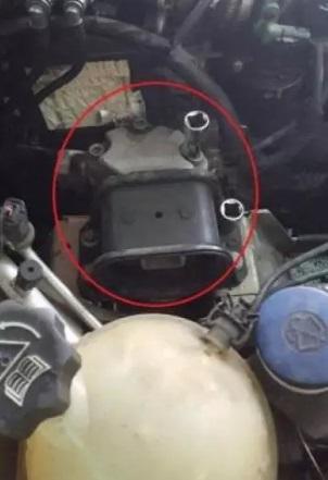remplacer courroie accessoire ou alternateur citroen c4 1 6 hdi moteur dv6 2