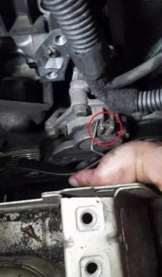 remplacer courroie accessoire ou alternateur citroen c4 1 6 hdi moteur dv6 3