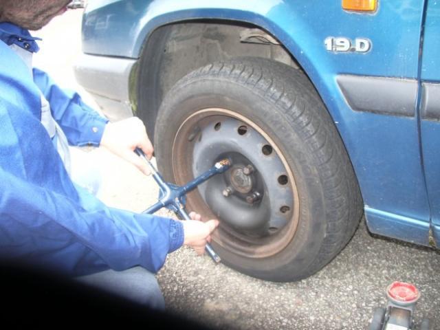 changement des plaquettes de freins avant sur zx 1 9d break 1