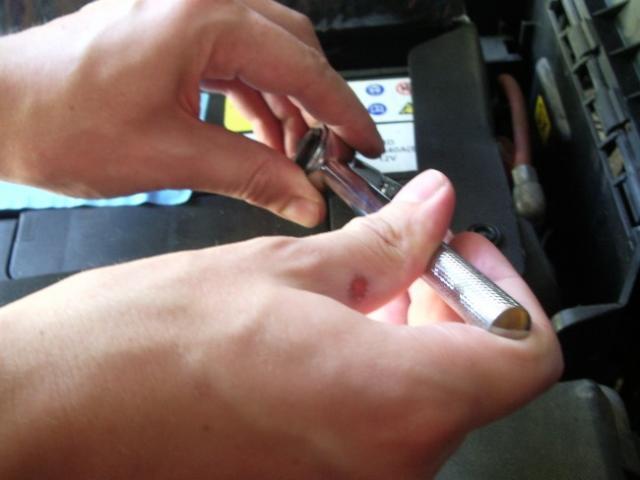demontage de batterie sur vectra c 2 2l tdi 2