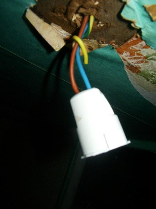 demonter un luminaire plafonnier 14