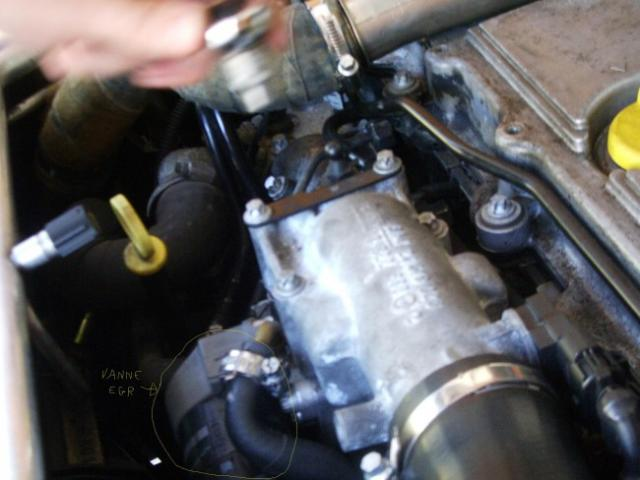 Démonter vanne EGR Opel Vectra C 2.2. DTI